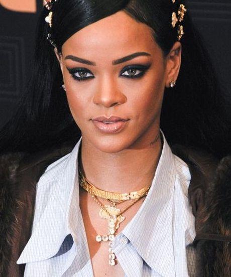 Chi mot cau, Rihanna 'da xoay' ca Chris Brown va Leonardo DiCaprio - Anh 1