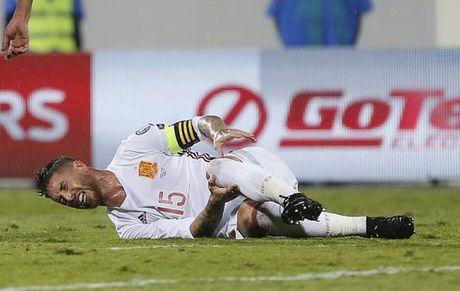 HLV Zidane noi gi truoc 'hung tin' tu Ramos? - Anh 1