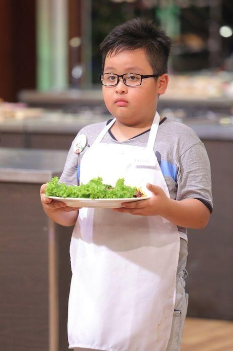Dau bep 9 tuoi chinh phuc giam khao voi com chien mam ruoc - Anh 5
