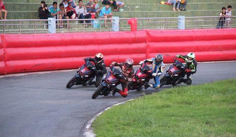 Honda Winner lan dau tham gia dua xe - Anh 1