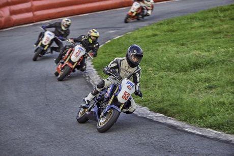 Honda Winner lan dau tham gia dua xe - Anh 2