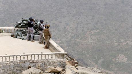 Saudi Arabia danh chan 2 ten lua dan dao cua phien quan Houthi tu Yemen - Anh 1
