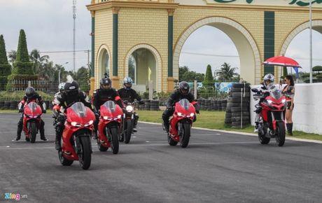 Hang tram biker do ve Long An lai thu Ducati - Anh 1