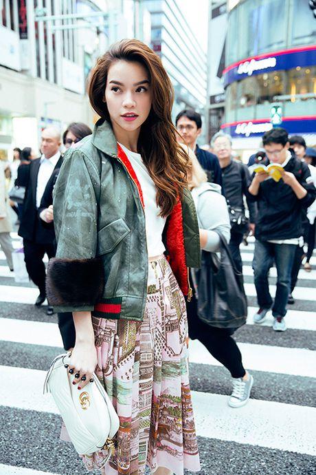 Ha Ho khoe phong cach tren duong pho Tokyo - Anh 1
