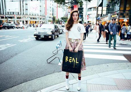 Ha Ho khoe phong cach tren duong pho Tokyo - Anh 6