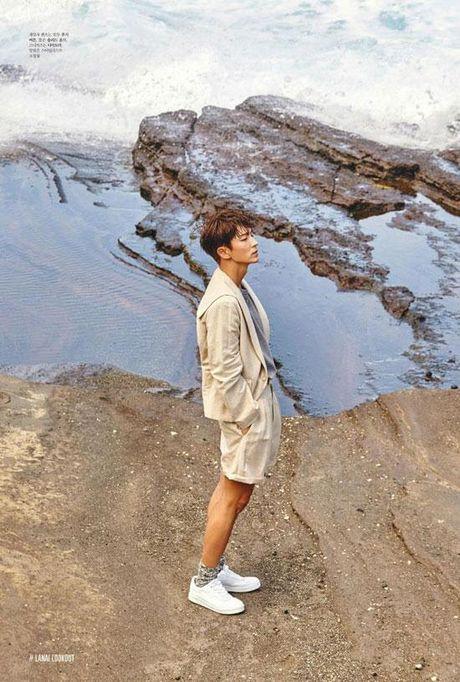 Lee Jun Ki nam tinh, quyen ru 'chet nguoi' tren tap chi - Anh 7