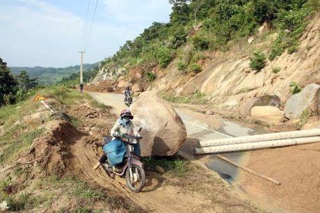 Sat lo nui, gay chia cat giao thong xa mien nui vung cao Phuoc Binh (Ninh Thuan) - Anh 2