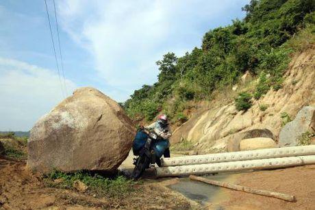 Sat lo nui, gay chia cat giao thong xa mien nui vung cao Phuoc Binh (Ninh Thuan) - Anh 3