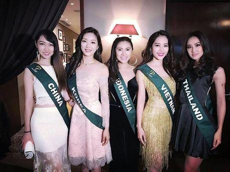 Dien vay giong Pham Huong, Nam Em lien tuc gay chu y tai Miss Earth 2016 - Anh 5