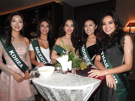 Dien vay giong Pham Huong, Nam Em lien tuc gay chu y tai Miss Earth 2016 - Anh 6