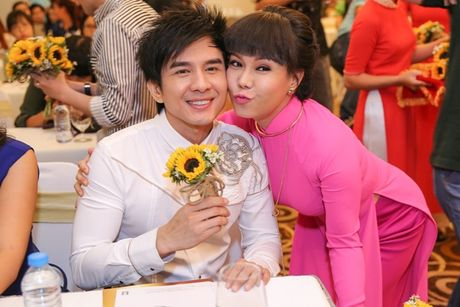 Liveshow Viet Huong tang ve mien phi cho sinh vien ngheo - Anh 1