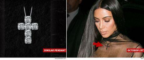Tim thay mat day chuyen kim cuong nghi cua Kim Kardashian - Anh 1