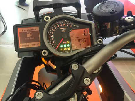 KTM 1290 Super Duke GT - sieu xe phuot gia 690 trieu dong - Anh 8