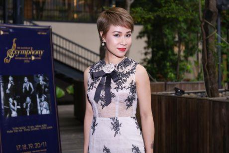Uyen Linh nan ni duoc hat cung danh ca Tuan Ngoc - Anh 2