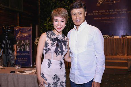 Uyen Linh nan ni duoc hat cung danh ca Tuan Ngoc - Anh 3