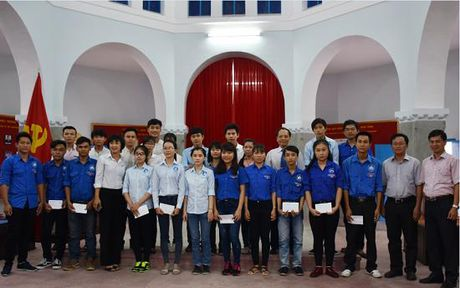 VNPT Khanh Hoa trao hoc bong cho sinh vien Truong Dai hoc Nha Trang - Anh 1