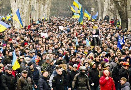 Ukraine lo hang trieu dan chay sang Nga song - Anh 1