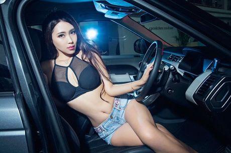 Chan dai khoe vong 1 cang tron ben xe sang - Anh 1