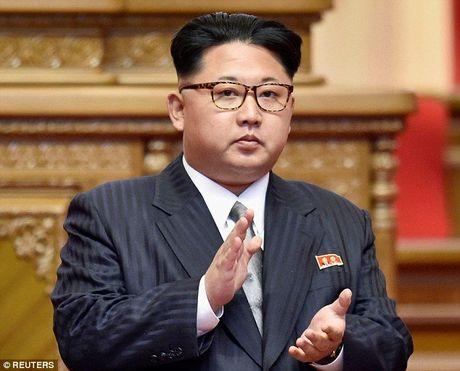 Kim Jong-un da bi mat roi xa Binh Nhuong vi so bi am sat? - Anh 1