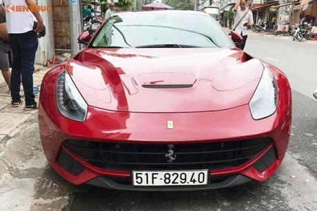 Sieu xe Ferrari F12 ban do Dubai gia 22 ty tai Sai Gon - Anh 1