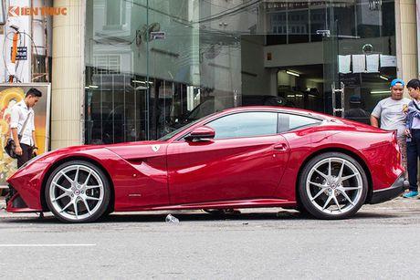 Sieu xe Ferrari F12 ban do Dubai gia 22 ty tai Sai Gon - Anh 2
