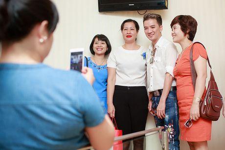 Dam Vinh Hung cham soc dung nhan truoc liveshow 12 ty - Anh 8