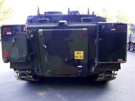 Nhan dien xe boc thep toi tan NATO 'ap sat' Nga - Anh 11