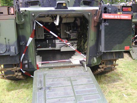Nhan dien xe boc thep toi tan NATO 'ap sat' Nga - Anh 12
