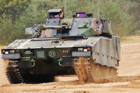 Nhan dien xe boc thep toi tan NATO 'ap sat' Nga - Anh 3