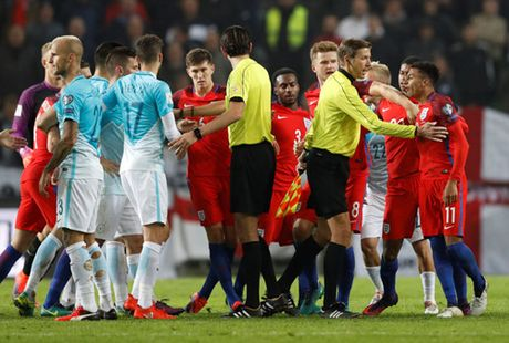 Loai Rooney, tuyen Anh van bi Slovenia cam hoa - Anh 3