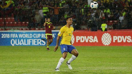 Argentina thua dau, Brazil vuot len dan dau o Nam My - Anh 4