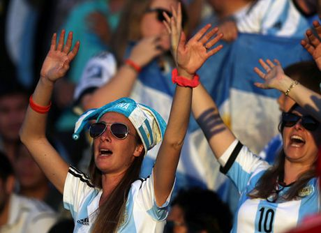 Argentina thua dau, Brazil vuot len dan dau o Nam My - Anh 7
