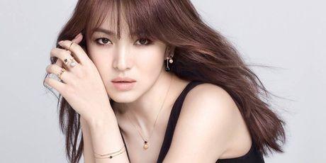 Nhan trai dang vi tung tin Song Hye Kyo doi tinh lay tien - Anh 1