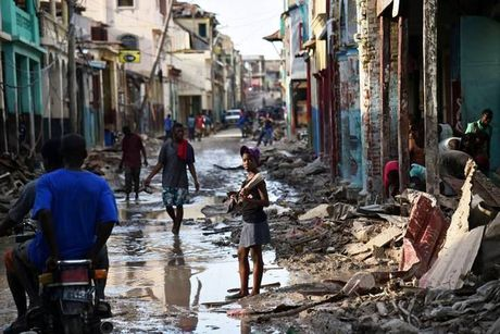 WHO chuyen 1 trieu lieu vaccine chong benh ta toi Haiti - Anh 4