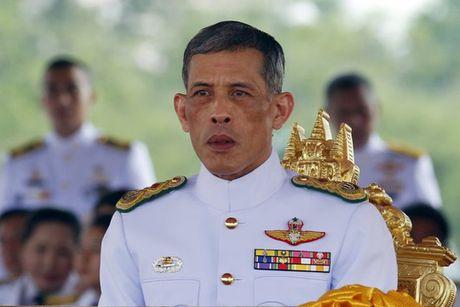 Suc khoe Quoc vuong Thai Lan chuyen bien xau - Anh 1