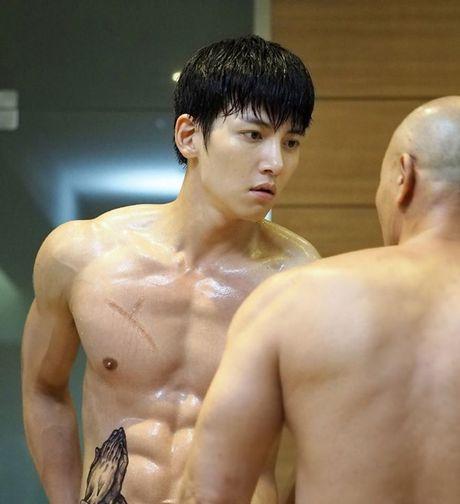 'Ngat' voi man khoe body cua ji Chang Wook trong drama 'The K2' - Anh 8