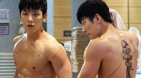 'Ngat' voi man khoe body cua ji Chang Wook trong drama 'The K2' - Anh 9