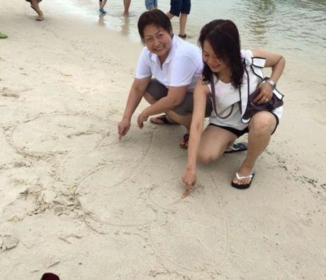 Cuoc tinh dong tinh cua hoa khoi dat mo: Hanh phuc tron ven sau dam cuoi dac biet - Anh 5