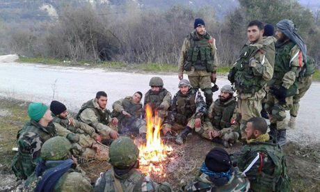 Syria: Khong kich du doi giang xuong khung bo o Latakia - Anh 2