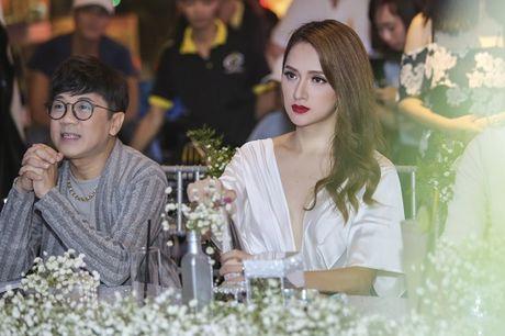 Nhan sac cua Huong Giang Idol khong kem canh Hoa hau Pham Huong - Anh 10