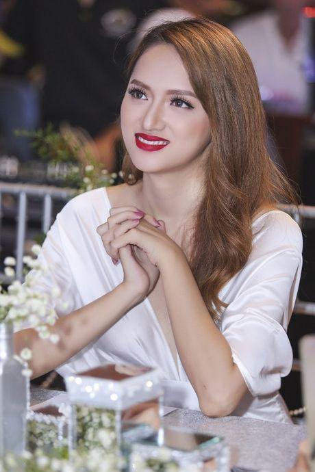 Nhan sac cua Huong Giang Idol khong kem canh Hoa hau Pham Huong - Anh 12