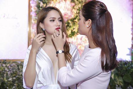 Nhan sac cua Huong Giang Idol khong kem canh Hoa hau Pham Huong - Anh 3