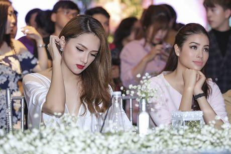 Nhan sac cua Huong Giang Idol khong kem canh Hoa hau Pham Huong - Anh 6