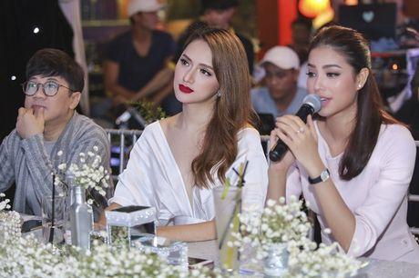 Nhan sac cua Huong Giang Idol khong kem canh Hoa hau Pham Huong - Anh 7