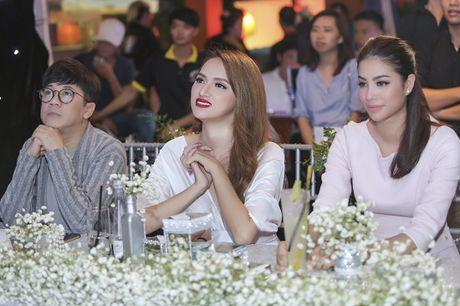 Nhan sac cua Huong Giang Idol khong kem canh Hoa hau Pham Huong - Anh 8