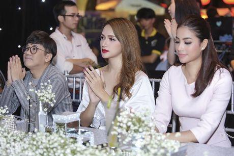 Nhan sac cua Huong Giang Idol khong kem canh Hoa hau Pham Huong - Anh 9