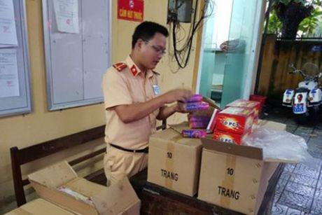 TT-Hue: Bat giu xe khach cho lau phao dien - Anh 1