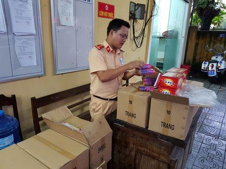 Hon 1.000 qua phao tren xe khach Bac - Nam - Anh 1
