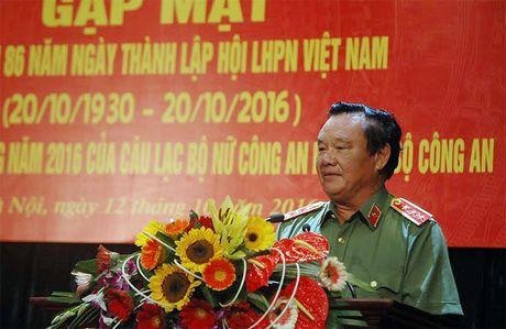 CLB Nu Cong an huu tri gap mat nhan Ngay phu nu Viet Nam - Anh 1