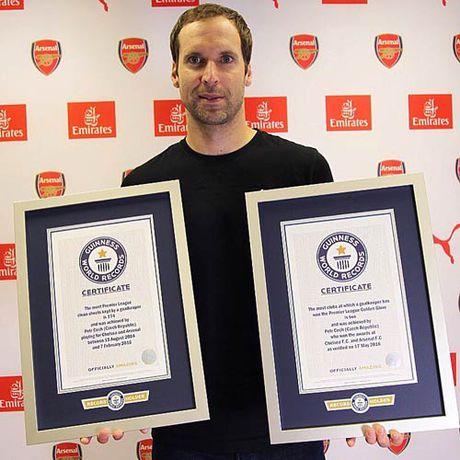 Petr Cech & sao Everton cung lap ki luc Guinness - Anh 1